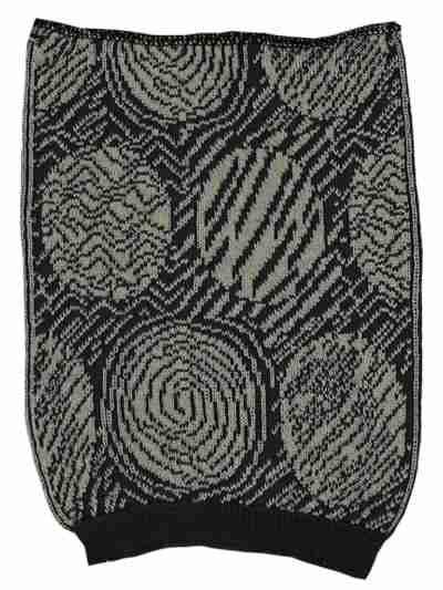 Värimalli musta-harmaa